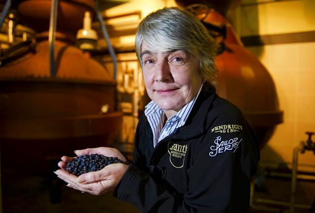 Master_distiller-Lesley_Gracie-hendricksgin-002